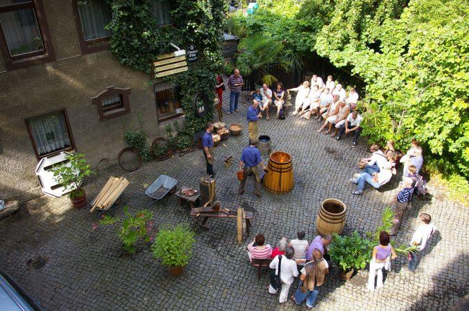 Tag des offenen Weingutes in der Böttcherei Götze